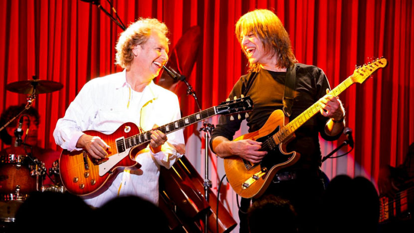 Lee Ritenour & Mike Stern with The Freeway Band: Live at The Blue Note Tokyo (2011)