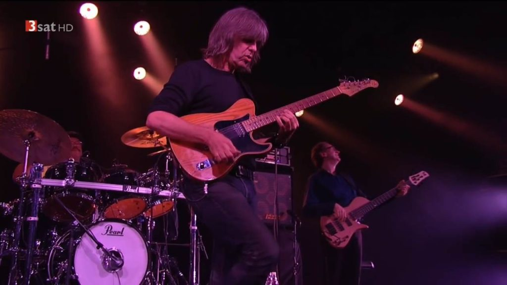 Mike Stern with Dennis Chambers (2015)